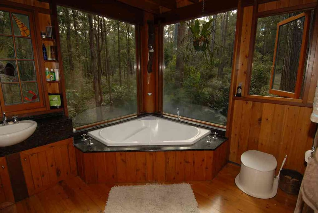 Big corner bath with forest views