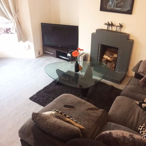 Large St Margarets Flat - Perfect Location