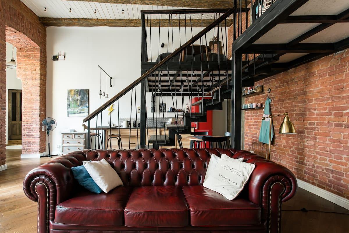 Фешенебельная двухуровневая квартира у Эрмитажа. Комфорт, дизайн и история.