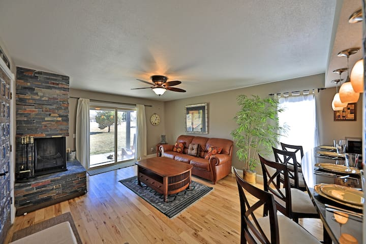 Chic + dog-friendly condo on free shuttle to Winter Park Resort