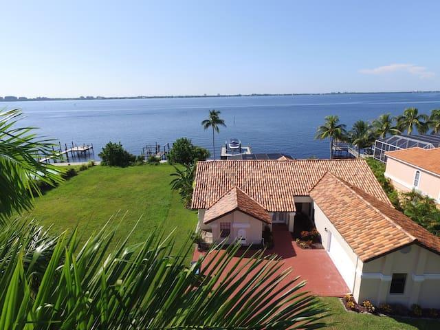 LAST MINUTE! Villa Grand Bay right on river, pool
