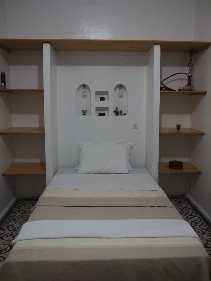 1 single bed room