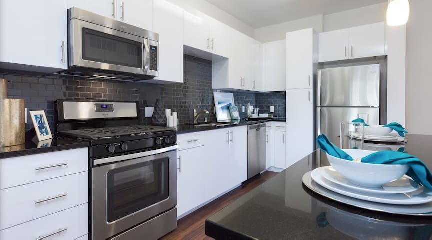 1BR Cisco+Levis+Con Ctr *Business TravelersWelcome
