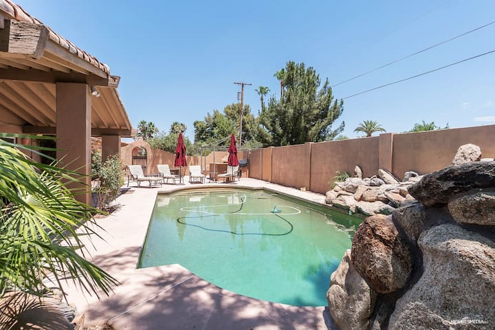** CENTRAL TO EVERYTHING! - 12 BEDS SCOTTSDALE! **