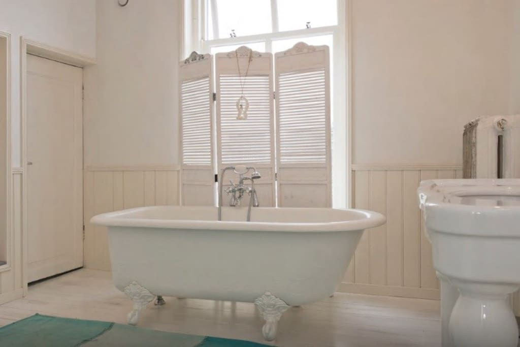 A beautiful (sometimes shared!) bathroom. We'll discuss this before booking.