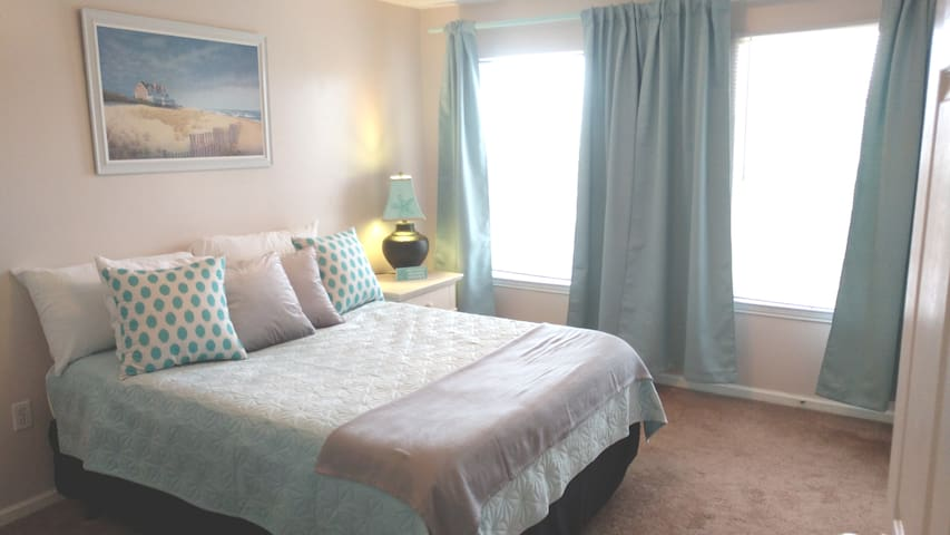 LOCATION!!  Dream Room in Heart of Destin