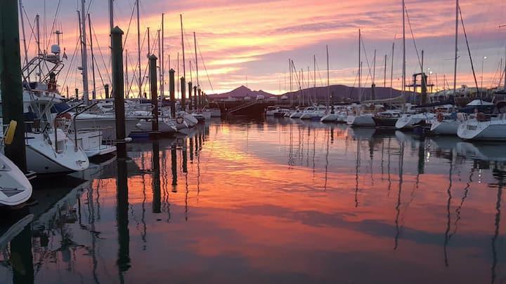 Hondarribia / Hendaye  séjour sur un bateau à quai