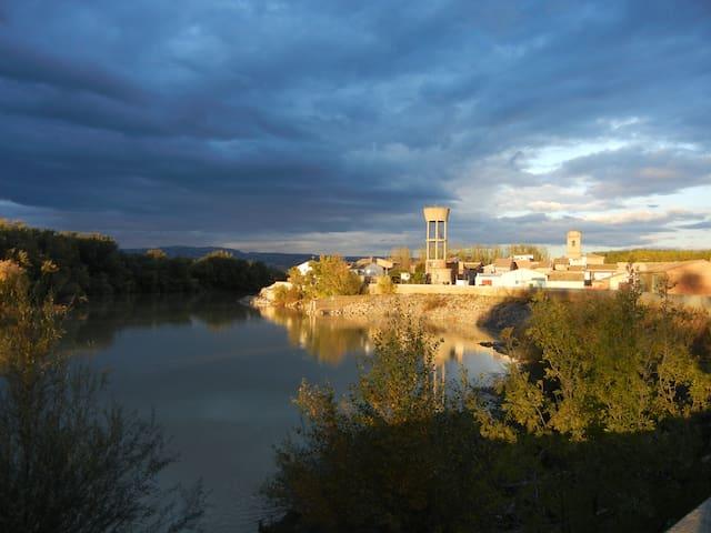 Casa Rural Casta Álvarez - Cabañas de Ebro - Rumah
