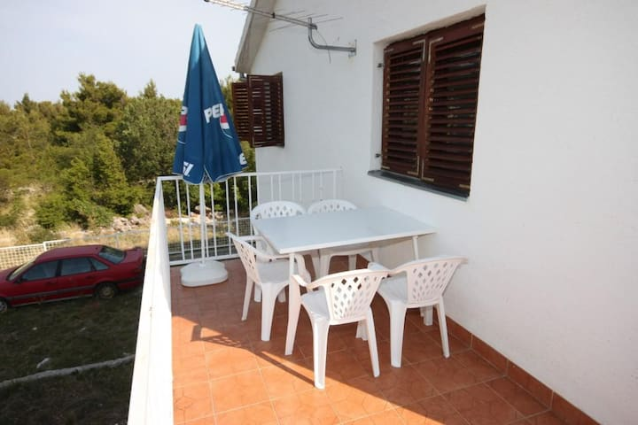 One bedroom apartment with terrace Starigrad (Paklenica) (A-6613-a)