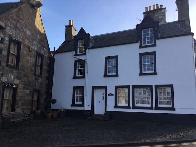 Cross House, FALKLAND, Outlander Hideaway