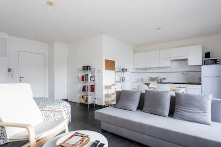 Studio de 55m2 avec grande terrasse - Montpellier - Apartment