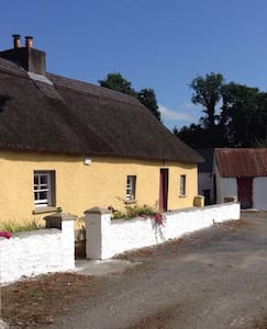 Traditional Irish Thatch Cottage - Casa de campo