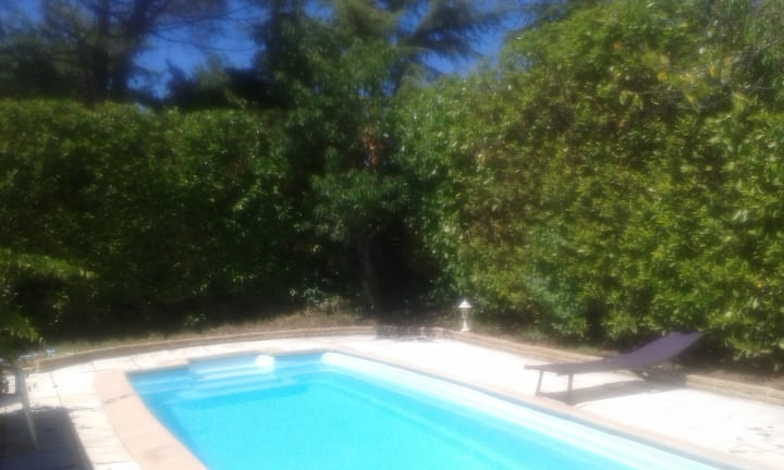 Villa de bien-être ensoleillée avec piscine