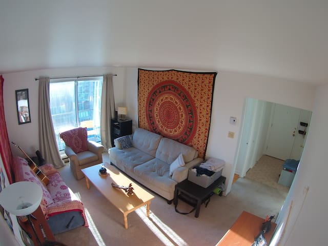 cozy room next to metro station - Laval