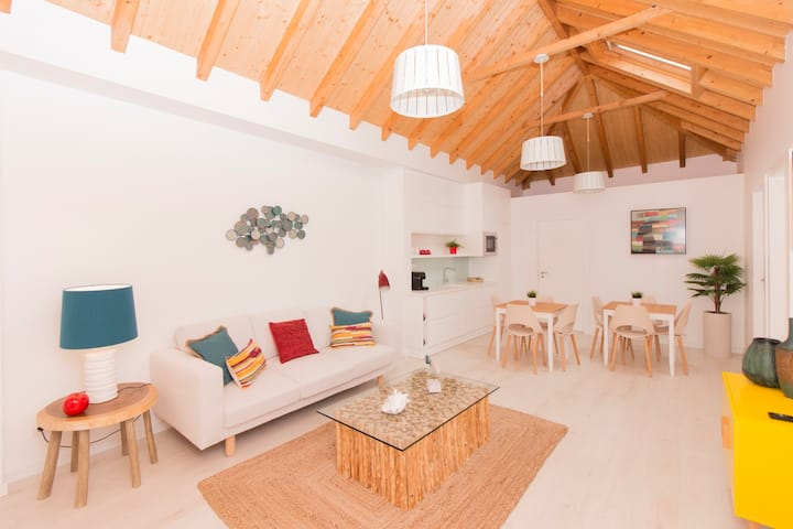 Villa Maçã - Charming Beach House with 5 Rooms!