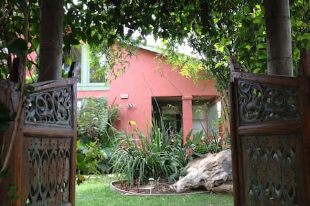 BOTH Bedrooms at 'Casa Pacifica Niles' in Fremont - Fremont - Bed & Breakfast