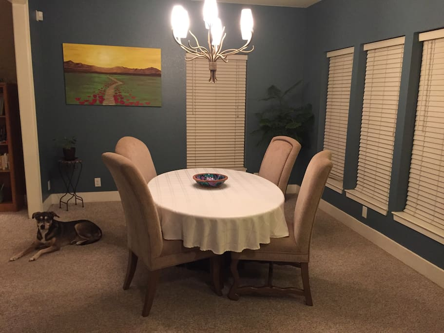 Dining room off entryway