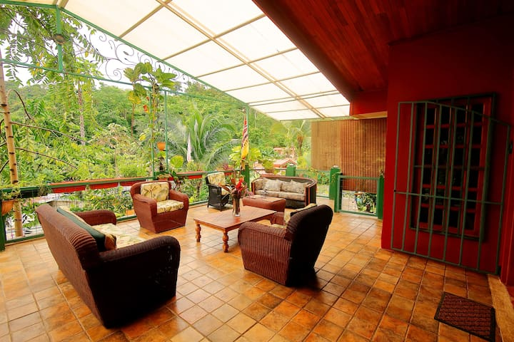 Beautiful 3 Bedroom House in the Jungle