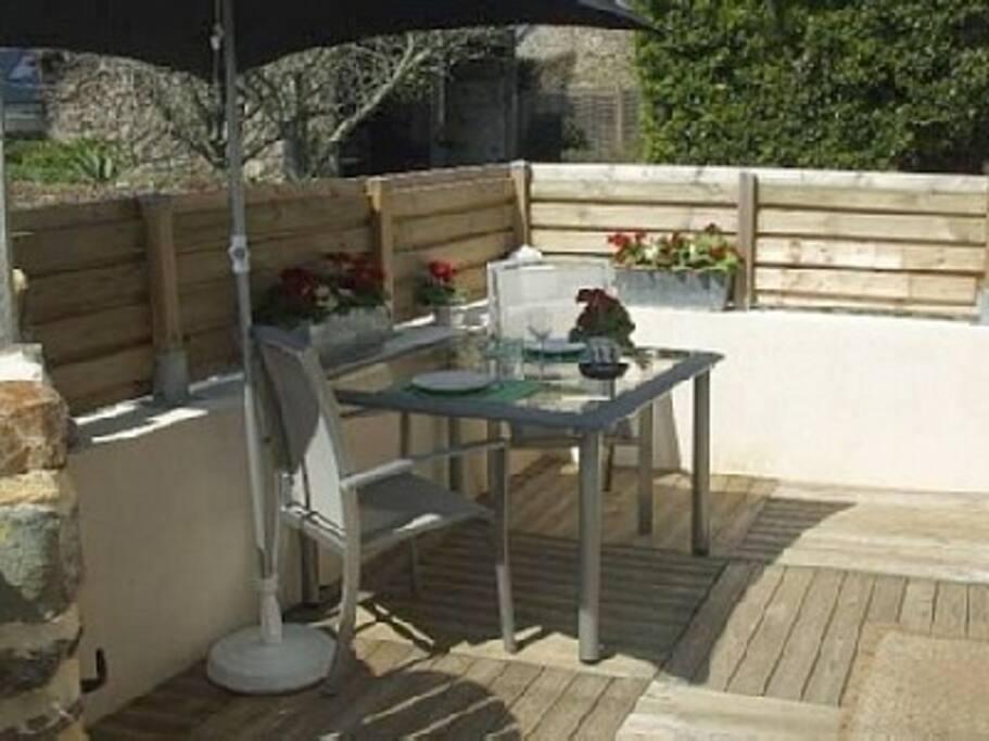 La terrasse au soleil ( sud et ouest)