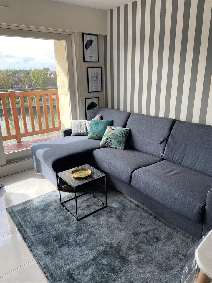 Studio balcon vue sur estuaire de la Touque