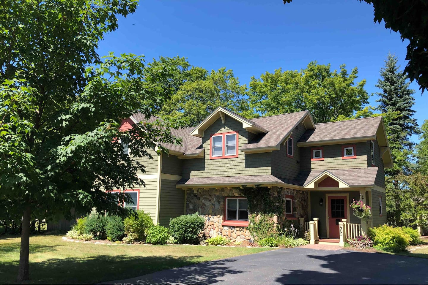 Beautifully updated exterior, large driveway and basketball hoop