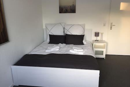 Helles privates Zimmer - beste Verkehrsanbindung 2 - Kiel - Appartement