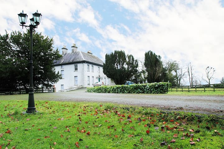 Period Irish Manor - Ballycumber House