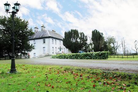 Period Irish Manor - Ballycumber House