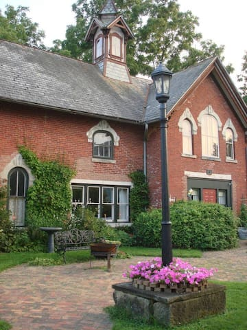 COACH HOUSE- DEC. & JAN. SPECIAL DISCOUNTED RATES