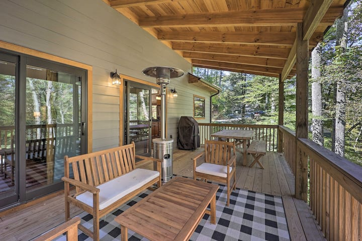 NEW! Treetop Cabin w/Hot Tub, Near Appalachian Ski