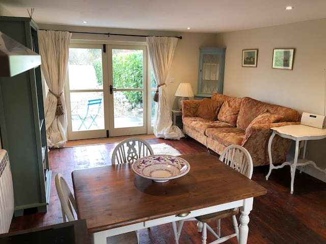 Lovely self contained one bedroom annex