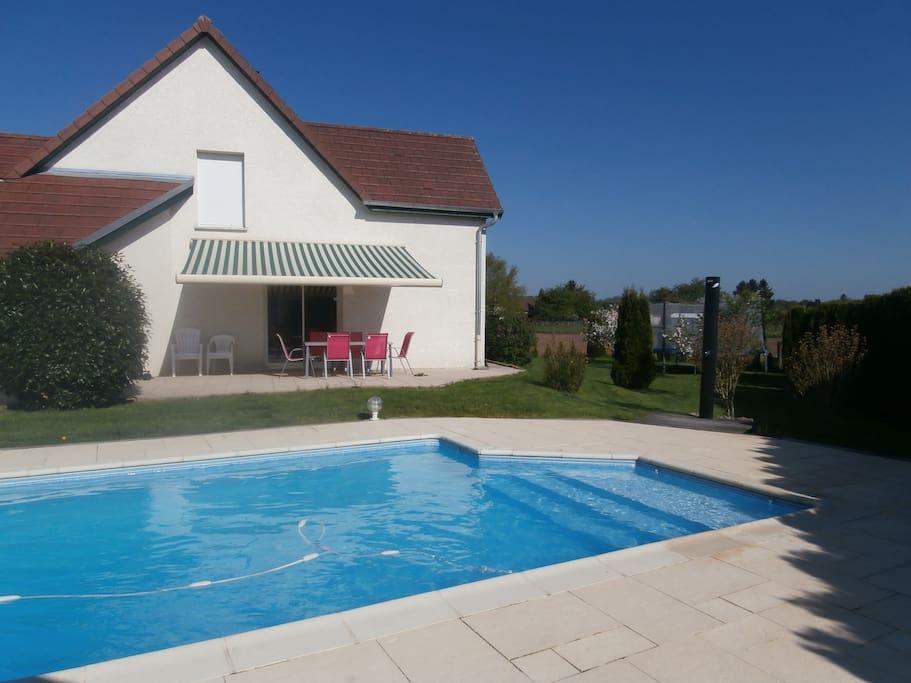 Maison contemporaine avec piscine maisons louer for Piscine franche comte