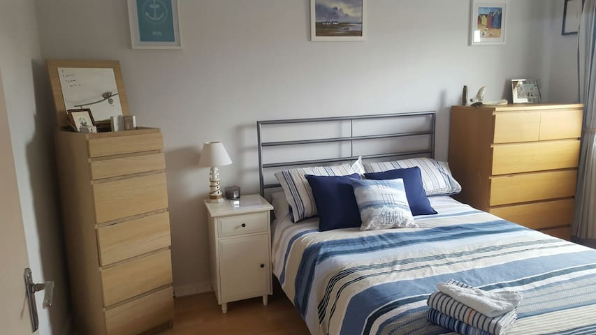 Double bedroom in Sunny southsea - Portsmouth - Departamento