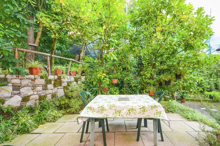 Apartment in a country house, but near the centre of Sorrento.