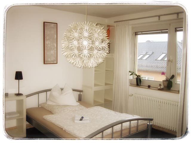 Central, bright room in old town Frankfurt - Frankfurt am Main - Condominium