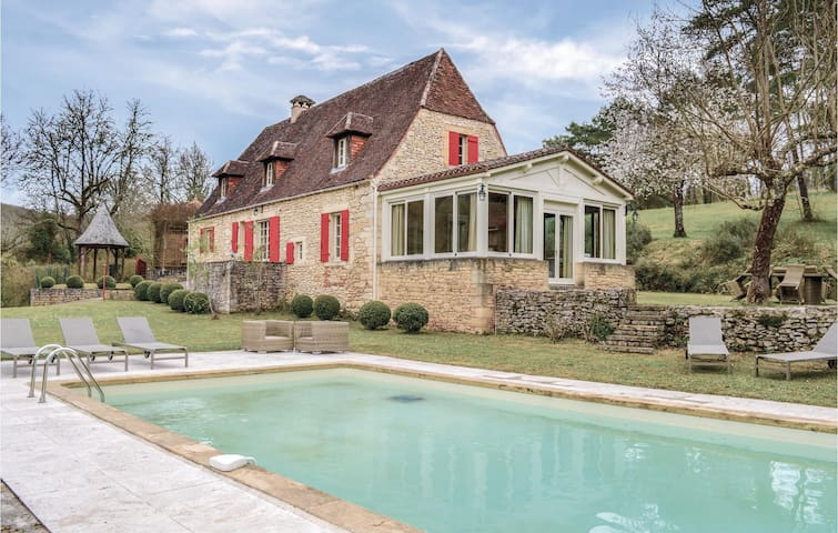 Holiday cottage with 4 bedrooms on 210m² in Campagne