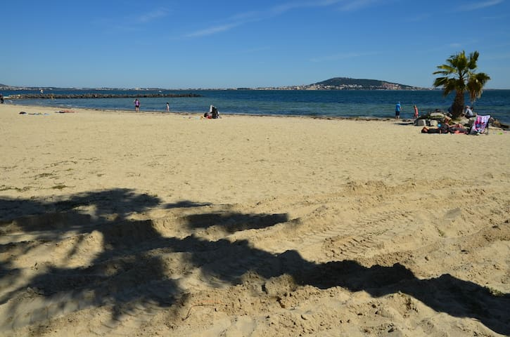 One of the sandy beaches at Mèze, going east near to Sète.  Alovely little fishing village with port side cafes and restaurants