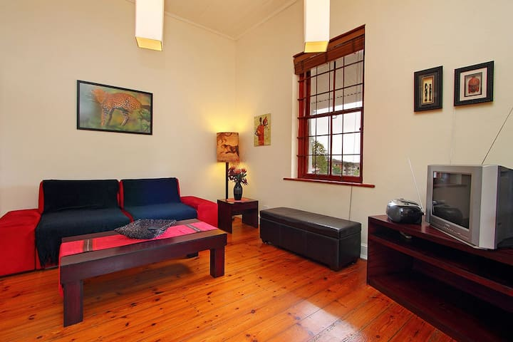 One bedroom cozy central self-catering apartment