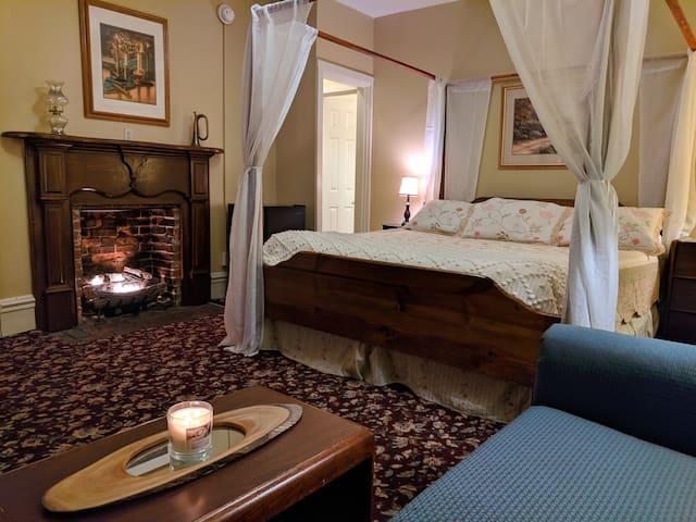 The Pine Room at the Honking Goose Inn