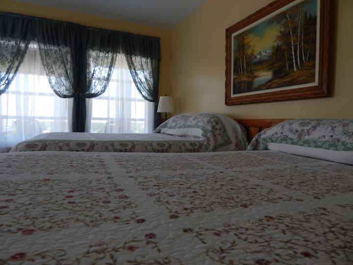 Cheticamp Outfitters Inn - Room 5