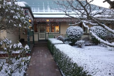 Glenella Guesthoue BnB (6 ensuite rooms) - Blackheath