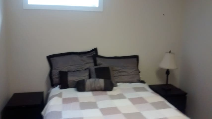 Lovely private room at Sean & Ana's. - Cannington - Hus