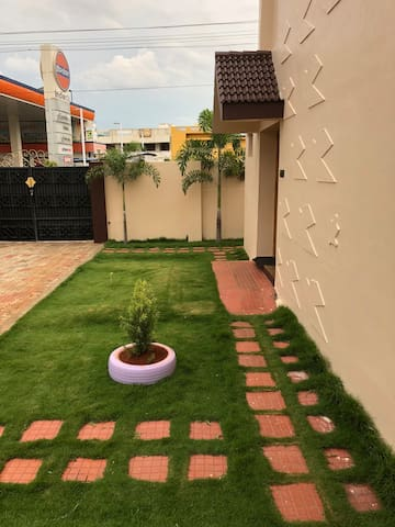 Single bed Room @Park Town in Madurai with Lawn