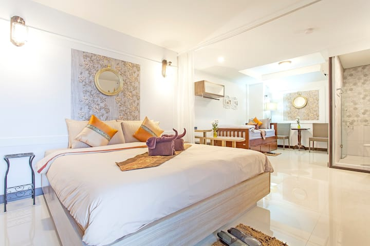⭐Chedi Luang Boutique Home 10BR Sleeps 22 in City