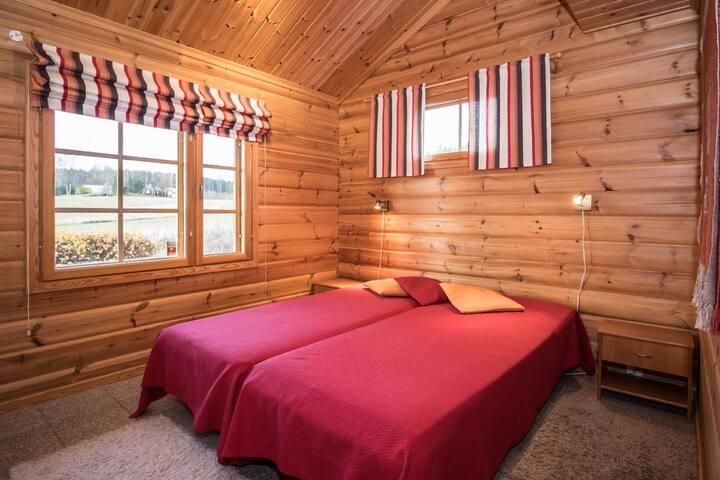 Tilavat makuuhuoneet ja hyvät jämäkät sängyt
