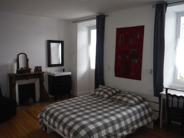 Chambres dans maison de caractère dans un village - Mercury - Bed & Breakfast