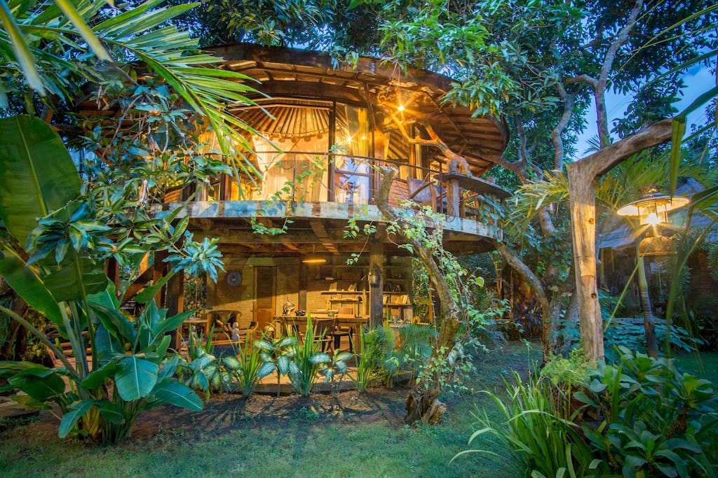 Beachtown Tree House In Vintage Eco Village Treehouses
