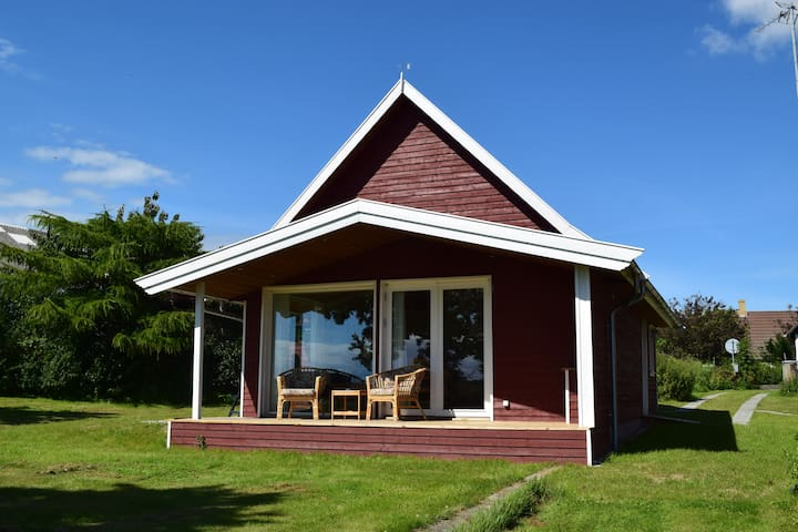 Hyggeligt nybygget lille landsbyhus i Langemark
