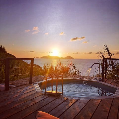 BOUTIQUE FLAT SUNSET SEAVIEW AND POOL