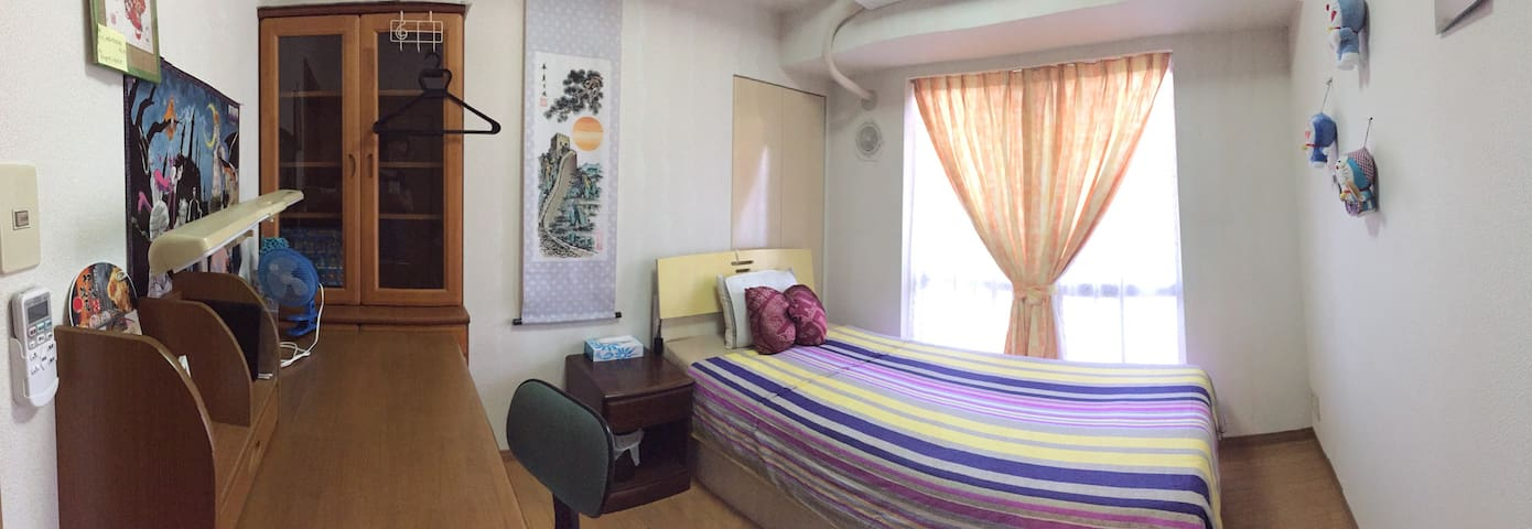 single bed,3 min to station,  23 minutes Yokohama